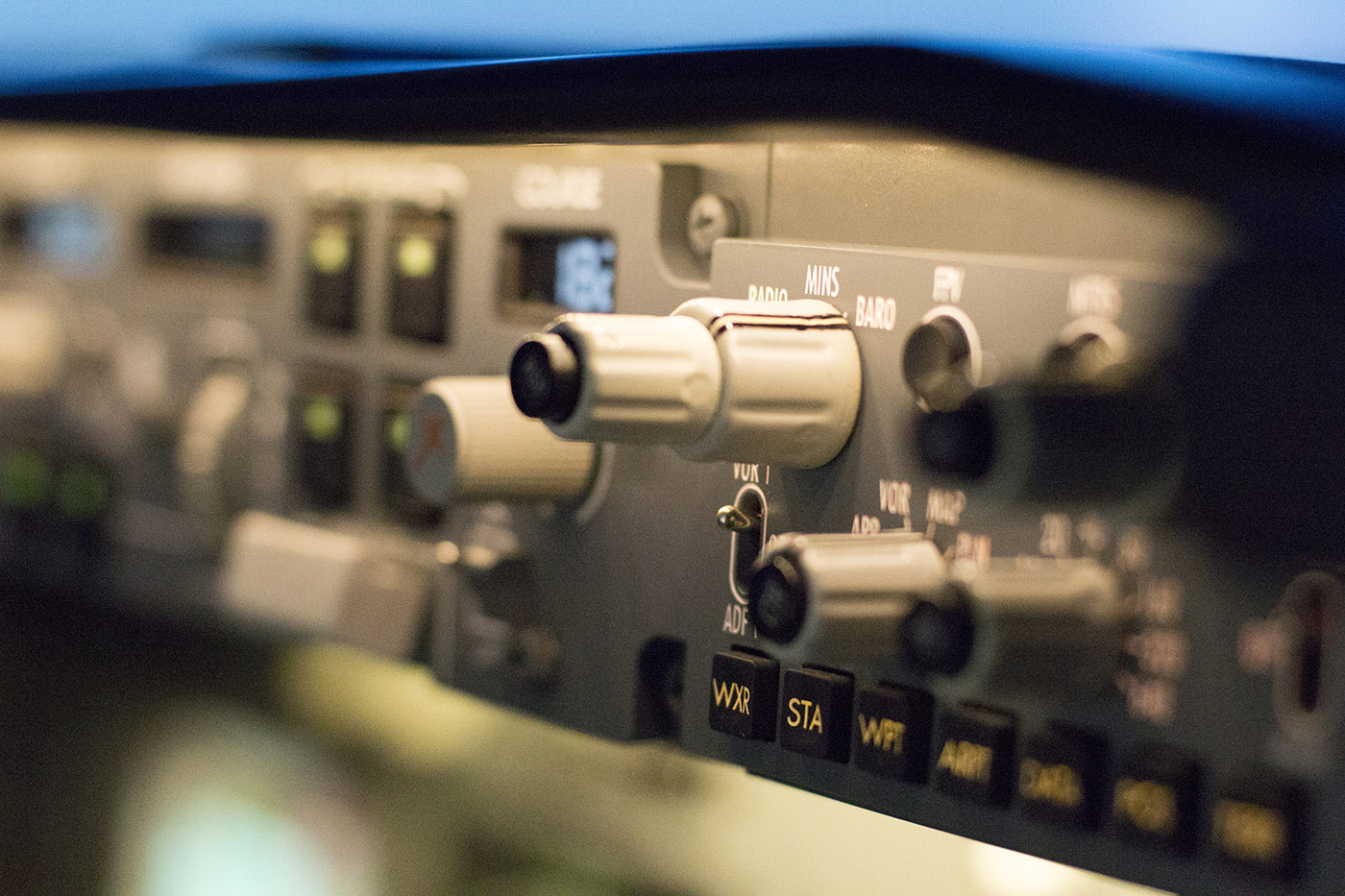 Radio altimeter and auto pilot on the instrument panel